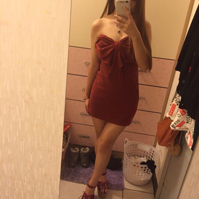 一字領紅色小洋裝