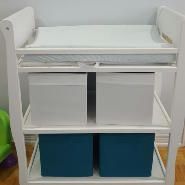Graco White Changing Table With Mattress Pad