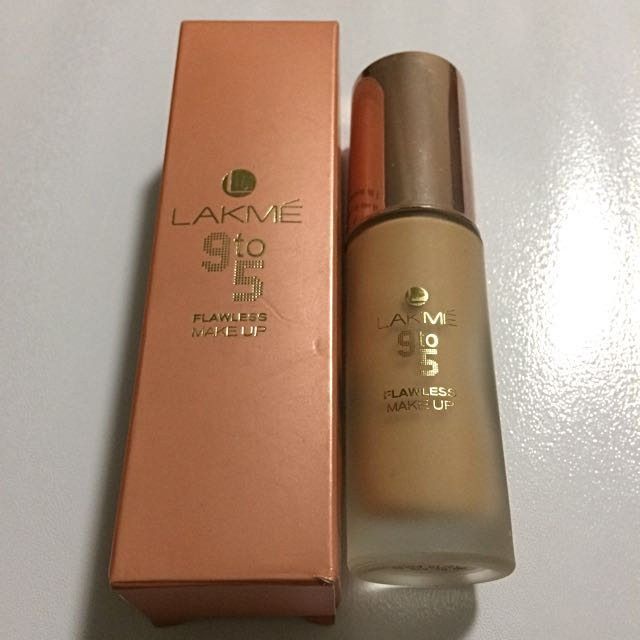 Lakme 9 to 5 Foundation (Shade-Pearl)