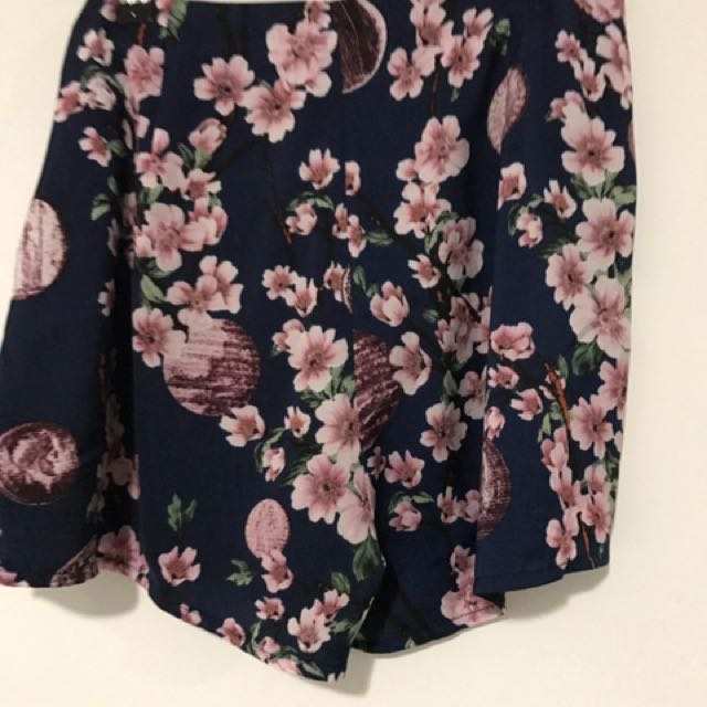 MISSGUIDED Floral shorts