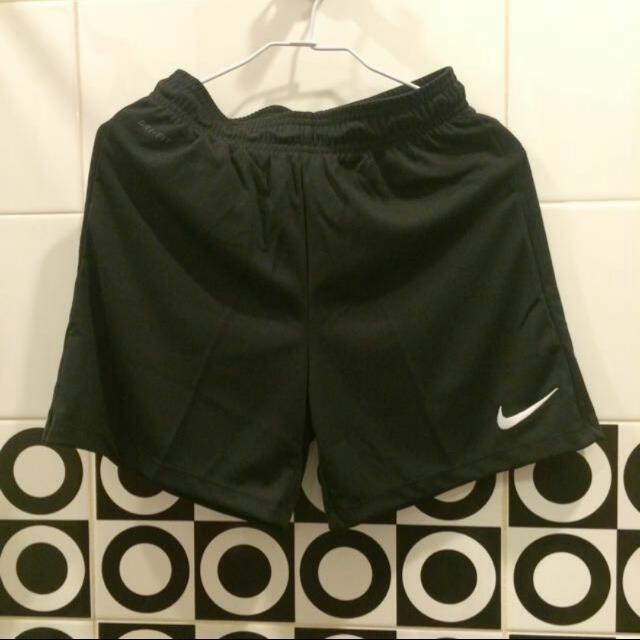 Nike 內裡運動短褲