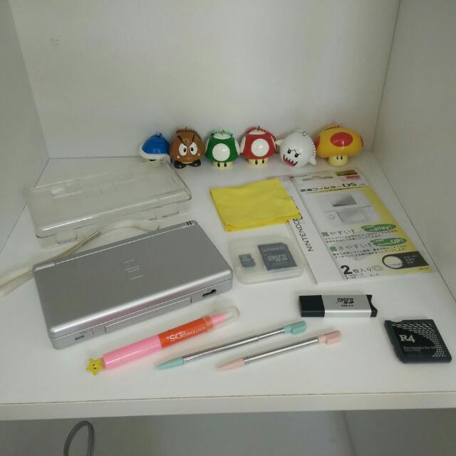 Nintendo DS Lite + R4 + Unlimited Games