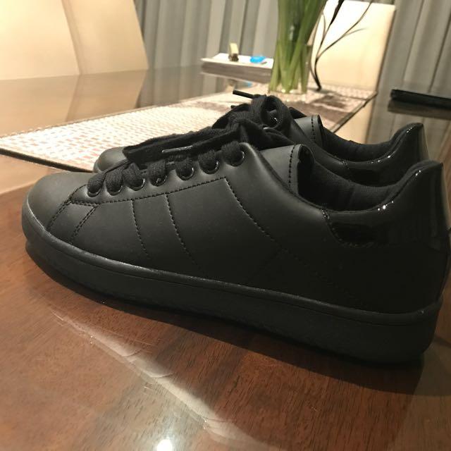 Plain Black Leather Sneakers