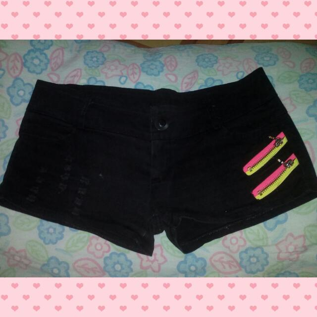 Preloved_ Black Mini Shorts