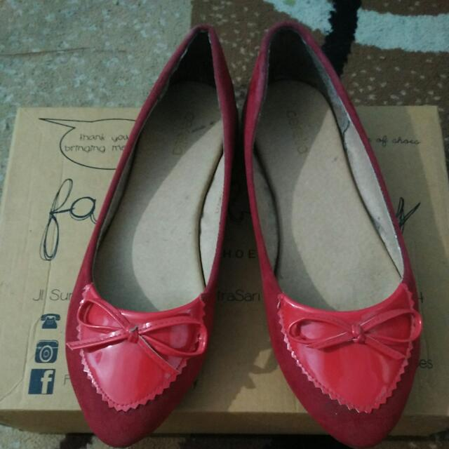 Red Flat Shoes By Cerelia