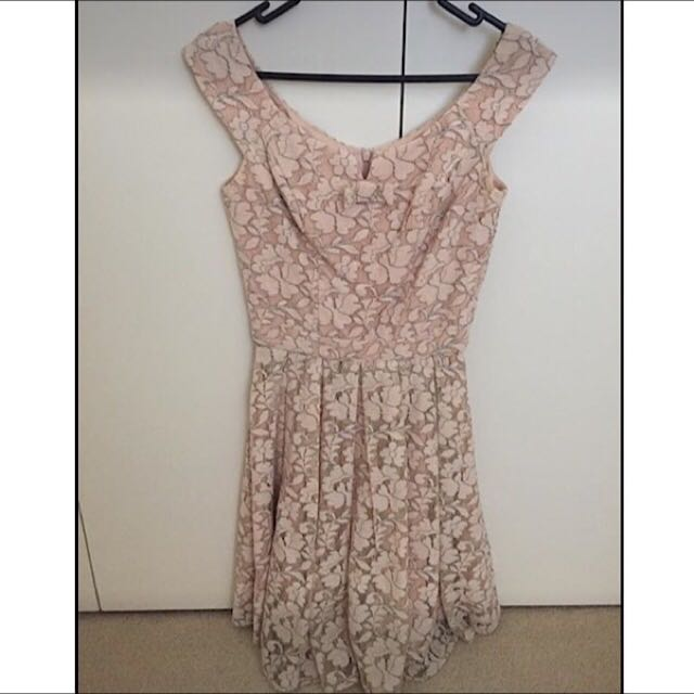 Review Lacey Dress