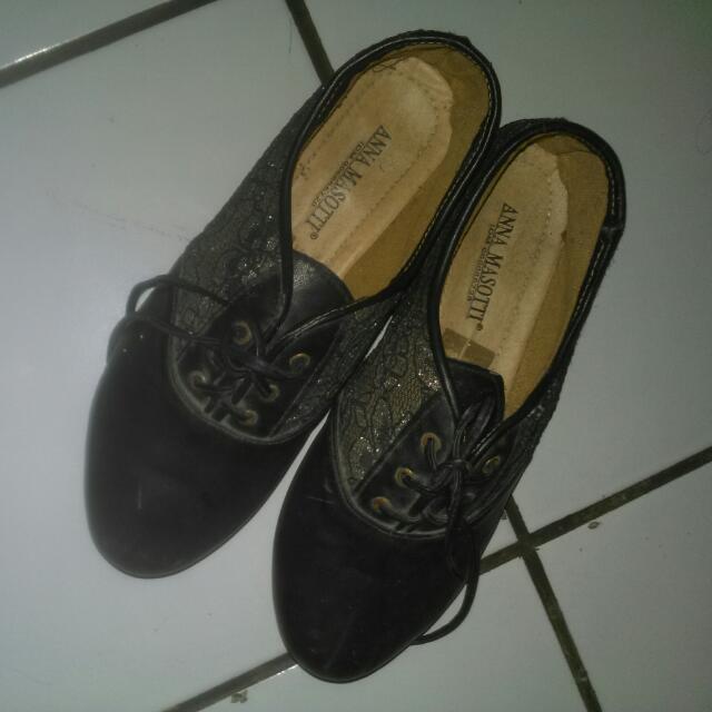 Sepatu Brukat