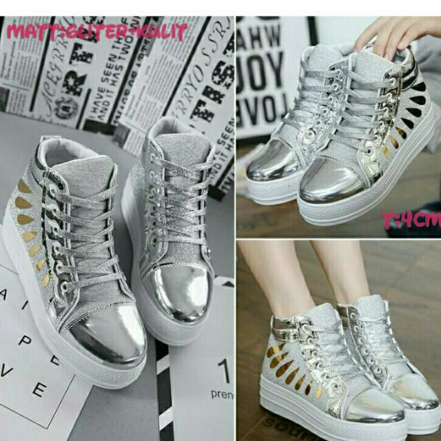 Sepatu Silver White