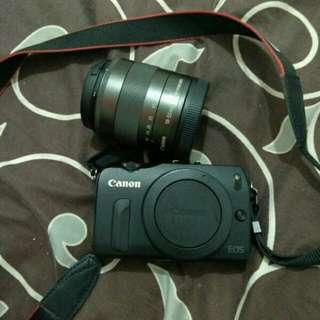 Canon EOS M + lensa Kit