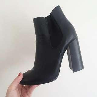 Novo Henderson Boots