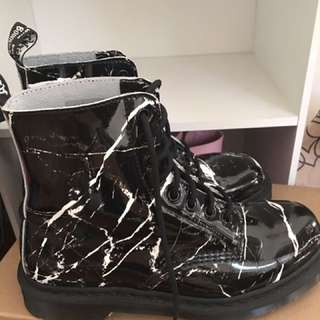 *free shipping* MARBLE DOC MARTENS