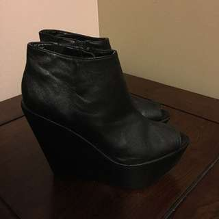 Black Wedges Sz 6