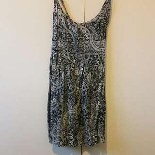 Size 6 Black And White Paisley Summer Dress