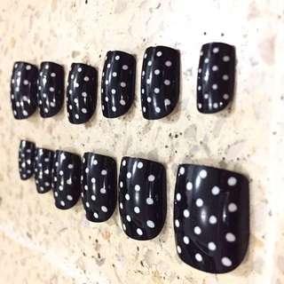 Polkadot Fake Nails