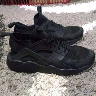 Nike huaracae ultra gs triple black