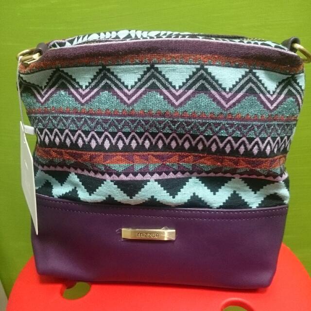 紫色進口皮拼接圖騰斜背包