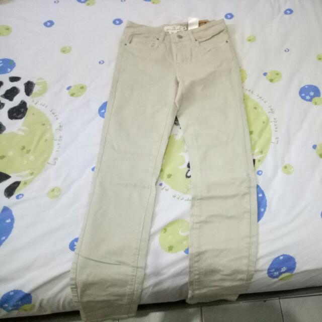 Celana Jeans H&M Warna Putih Pucat