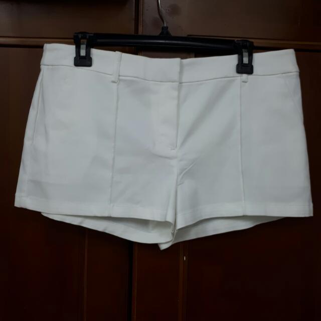 Celana Super Pendek Putih