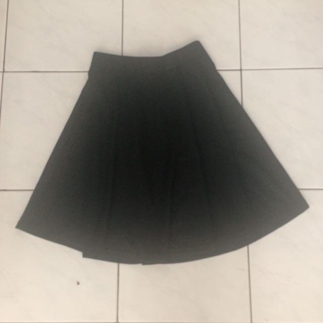 flare skirt black.