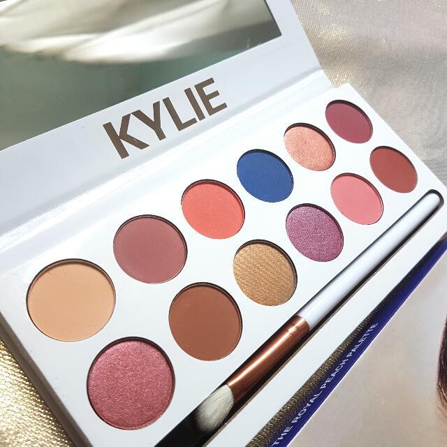 KYLIE Royal Peach Palette (CLEARANCE)