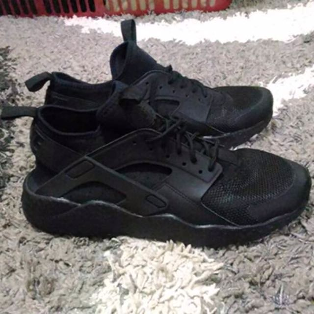 Nike huaracae ultra gs triple black