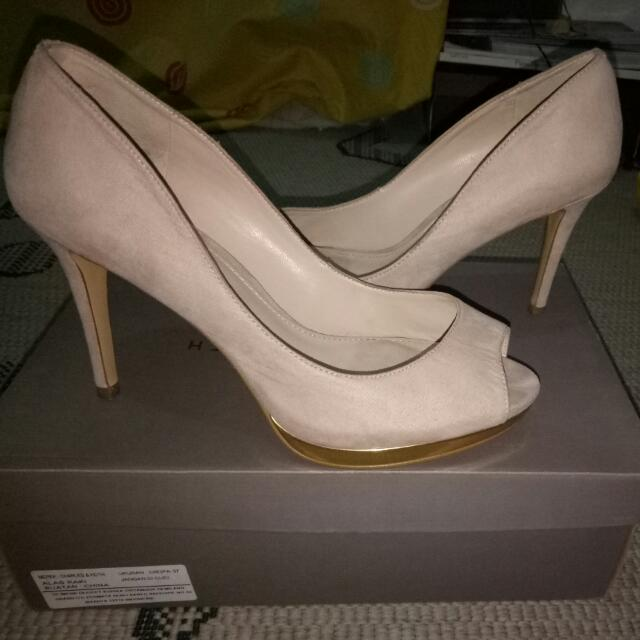 REPRICE Nude Charles & Keith Heels