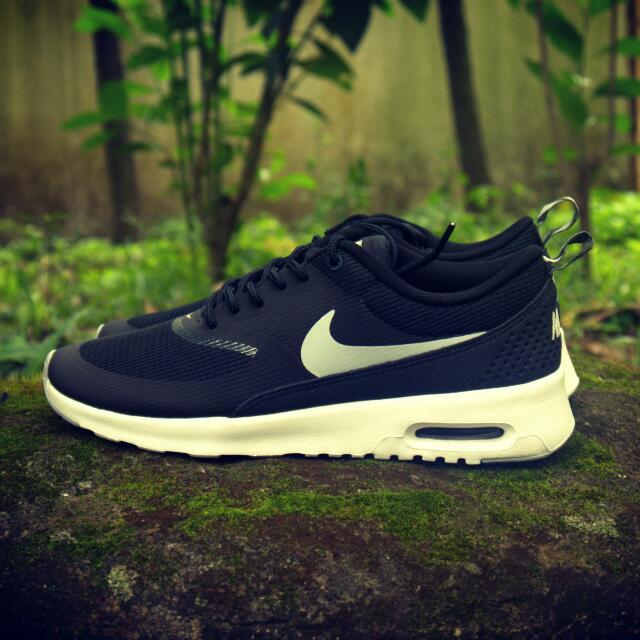 Sepatu Sneakers Nike Air Max Thea, Women's Fashion, Women's