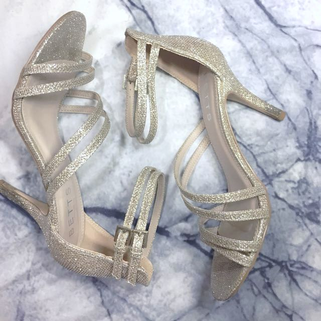 *REDUCED* STRAPPY HEELS