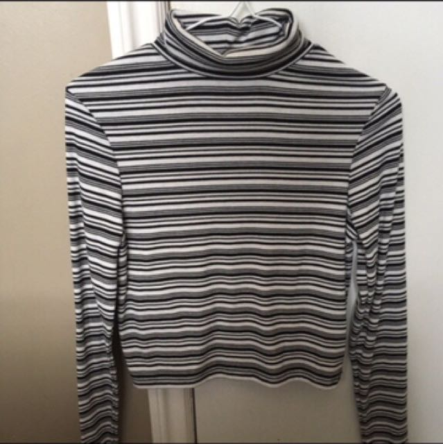 TurtleNeck Striped Black/white Crop Top