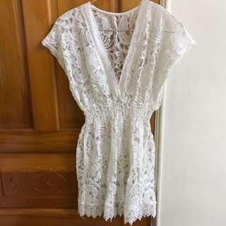 《9.9成新》蕾絲鏤空連衣裙罩衫