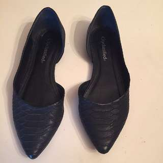 Size 7 Black Pointed Flats
