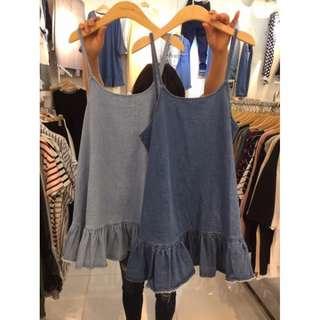 牛仔細肩吊帶 荷葉下擺魚尾洋裝 連身裙 吊帶裙 搭棉Tee 襯衫-深藍