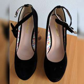 New: Black Wedges Size 38