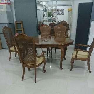 Universial Furiture 歐洲橡木餐枱連5餐椅,枱面5 呎4吋X3呎半,可拉伸至8呎4吋X3呎半
