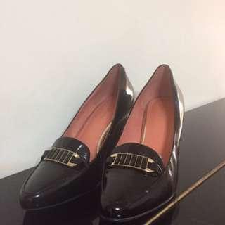達芙妮黑色高跟鞋