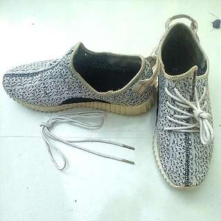 Adidas YZY Boost (Class AAA)   Authentic Adidas Shoelace (gold tip)