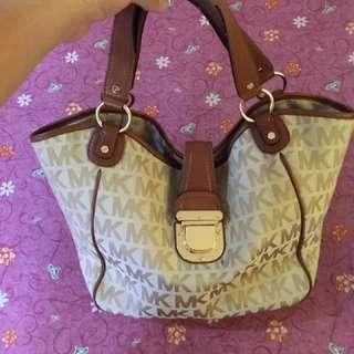 RUSH SALE!!!!!! Authentic Michael Kors bucket bag