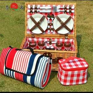野餐籃四人組