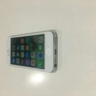 iPhone 5. Silver/White. With Warranty. With Warranty