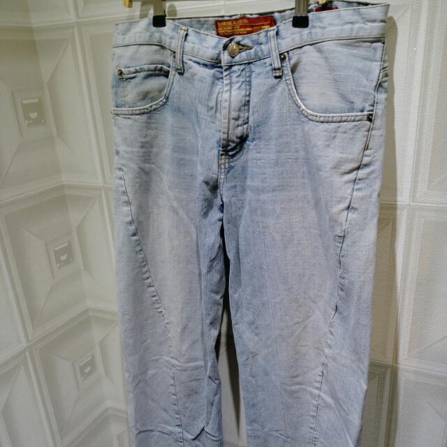 斜紋淺藍牛仔褲 水洗 Jean