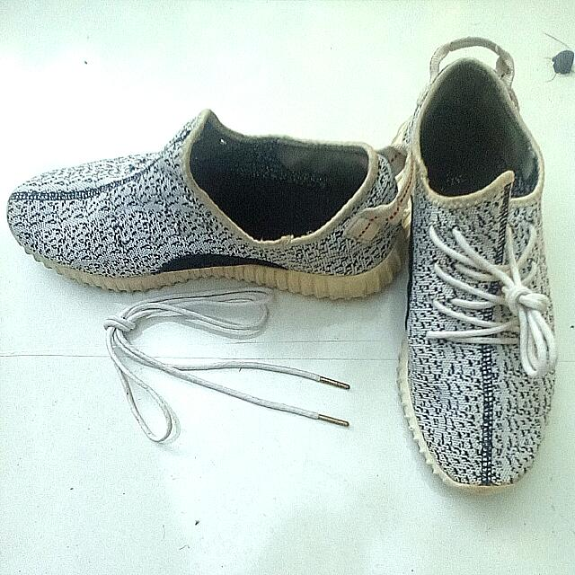 Adidas YZY Boost (Class AAA) | Authentic Adidas Shoelace (gold tip)