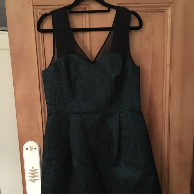 Anthropologie size 10-12AU green and black sparkly cocktail dress with bow detail on back