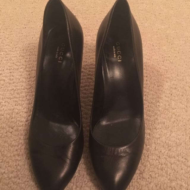 Authentic Gucci Black Leather Pump Size 38