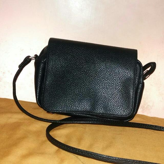 (FREEONGKIR) HnM Black Mini Slingbag