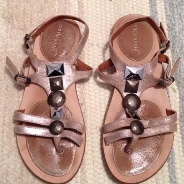 Gentle Souls Size 6.5 Sandals