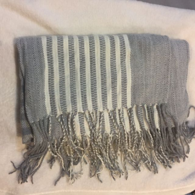 Grey And White Blanket Scarf