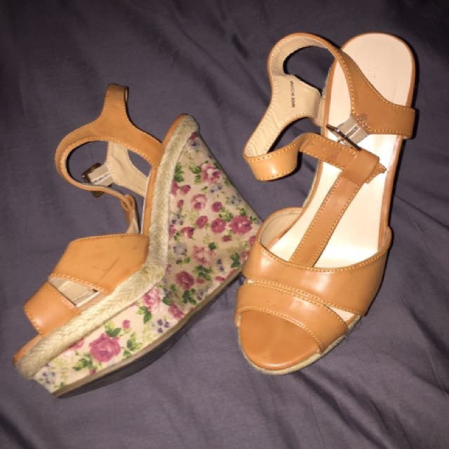 LeChateau Wedges