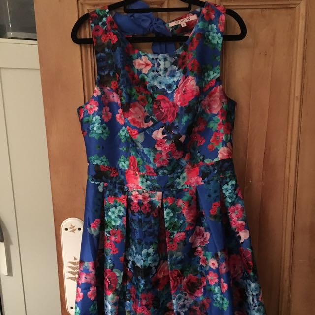 Review size 12 Jardin Dress multi-coloured floral, Aline, pleated fit and flare, keyhole detail at back