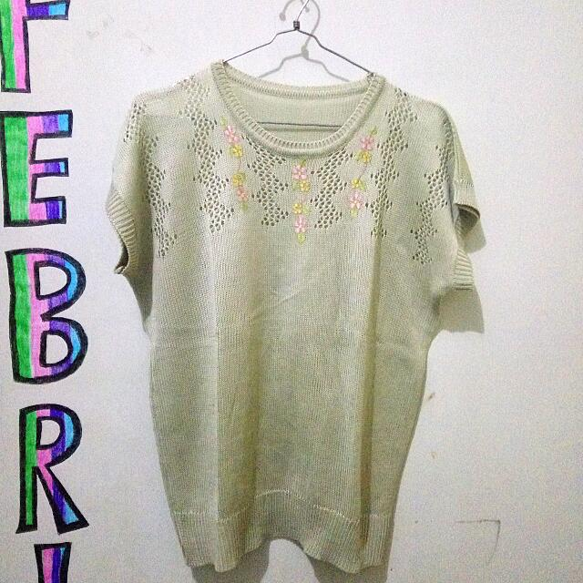 T-shirt Rajut With Flowers