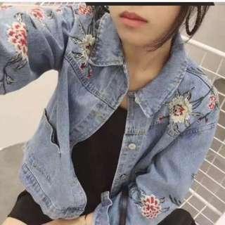 韓版百貨專櫃款電繡花朵圖騰牛仔刷色外套